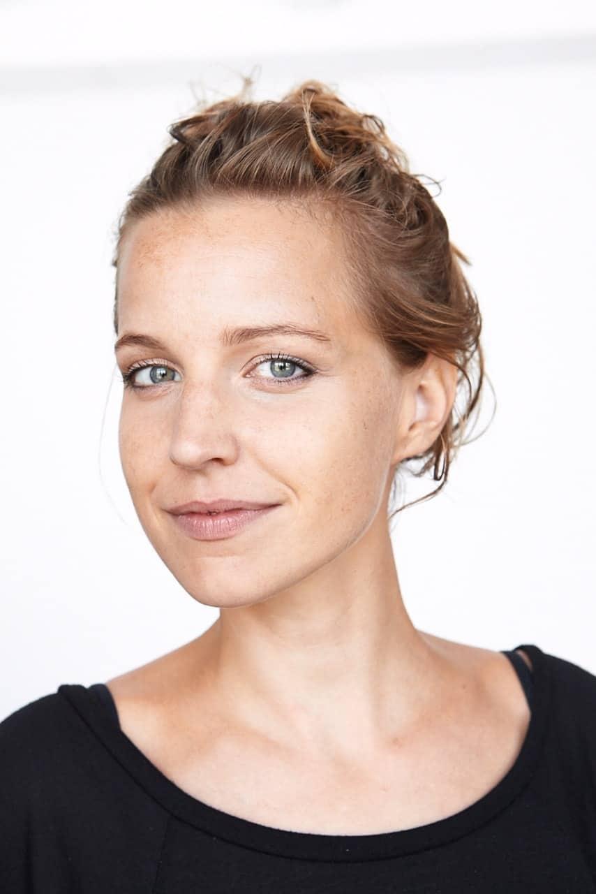 Julia-Soriano-Portrait-YogaManufaktur-Wuerzburg
