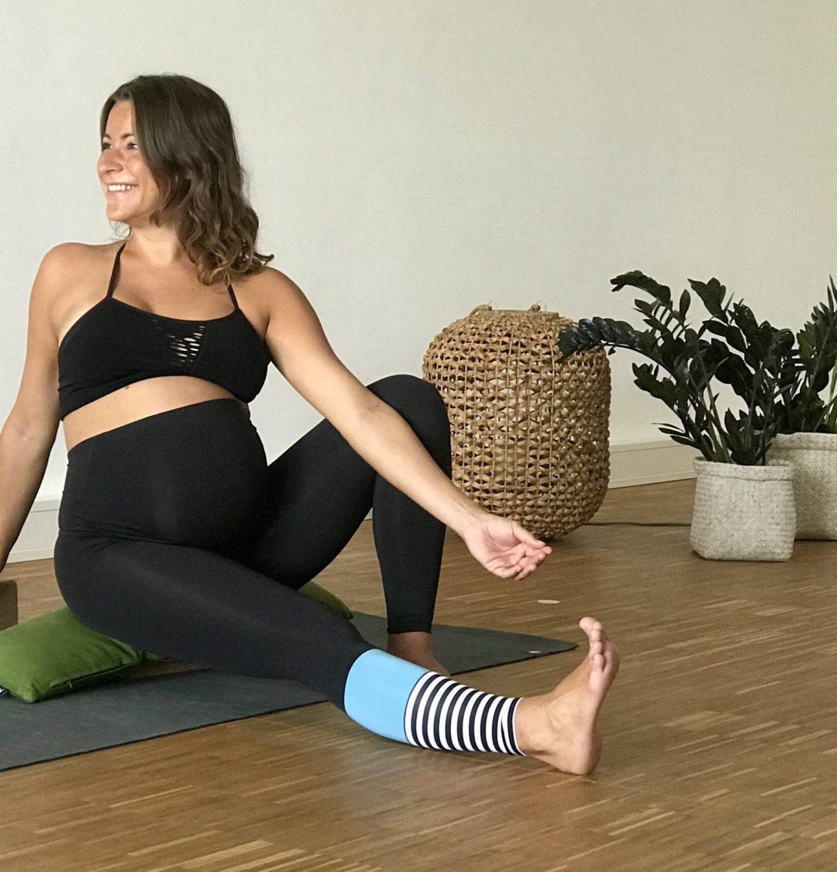 YogaMAnufaktur-Wuerzburg-prenatal-kurs-schwangerschaft-min (2)