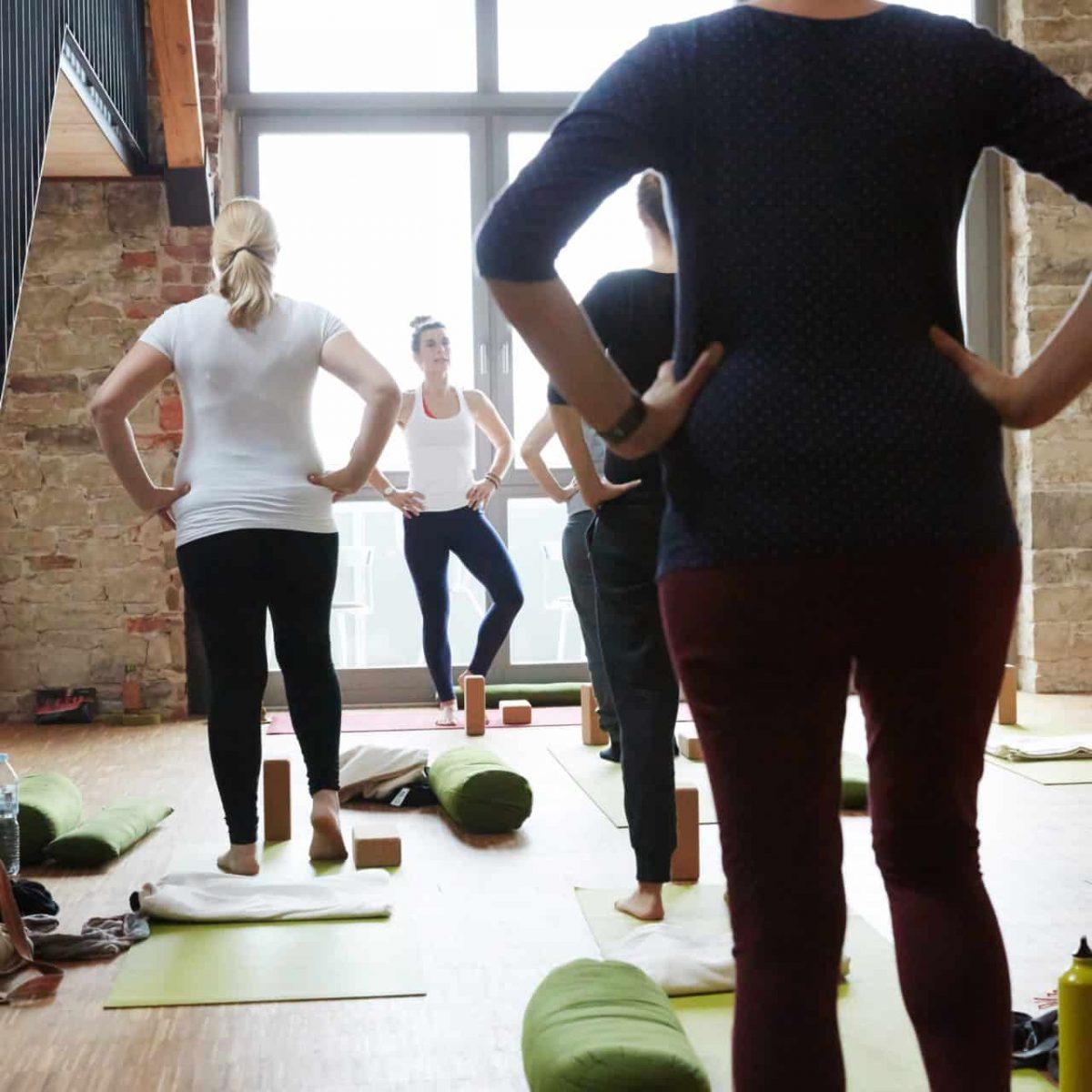 YogaManufaktur_Wuerzburg_Buergerbraeugelaende_Prenatal_Yoga_vor_der_Geburt_in_der_schwangerschaft10