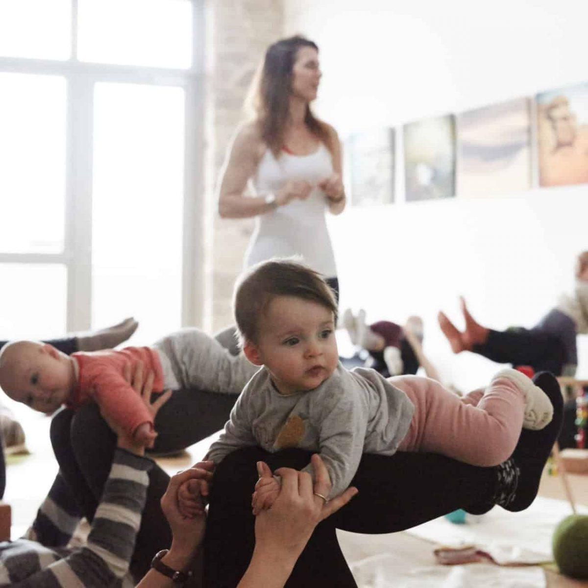 YogaManufaktur_Wuerzburg_Buergerbraeugelaende_Prenatal_Yoga_vor_der_Geburt_in_der_schwangerschaft11