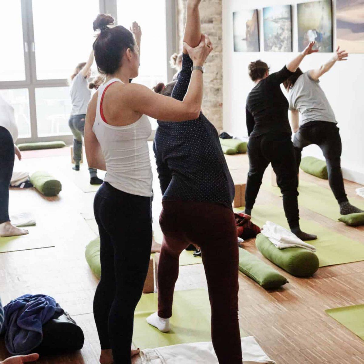 YogaManufaktur_Wuerzburg_Buergerbraeugelaende_Prenatal_Yoga_vor_der_Geburt_in_der_schwangerschaft3