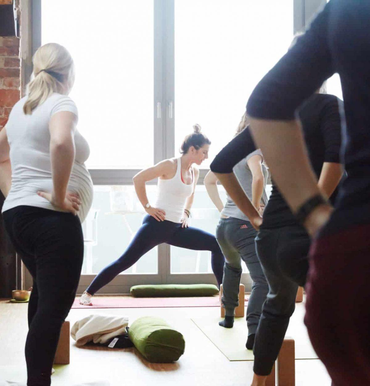 YogaManufaktur_Wuerzburg_Buergerbraeugelaende_Prenatal_Yoga_vor_der_Geburt_in_der_schwangerschaft4